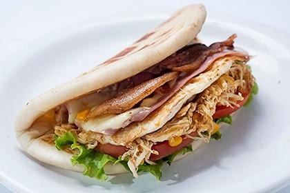 O sanduíche Azilados Frango: vendido por apenas R$ 0,20 na Black Friday (Foto: Divulgação)