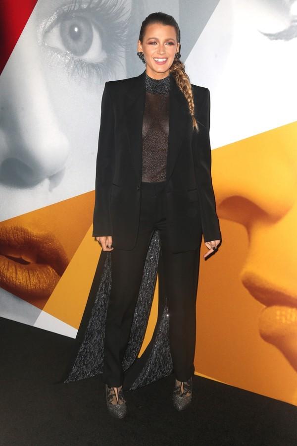 Blake Lively de Givenchy na pré-estreia de Um Pequeno Favor em Nova York (Foto: Backgrid)