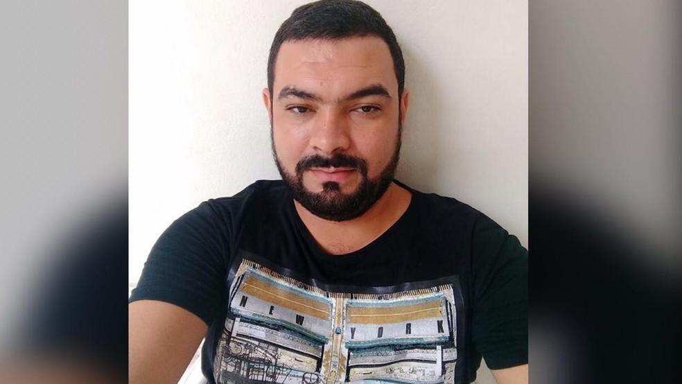 Derlison Silva, de 37 anos, morreu dois dias após ser atingido por quatro tiros em Santarém   — Foto: Reprodução/Facebook