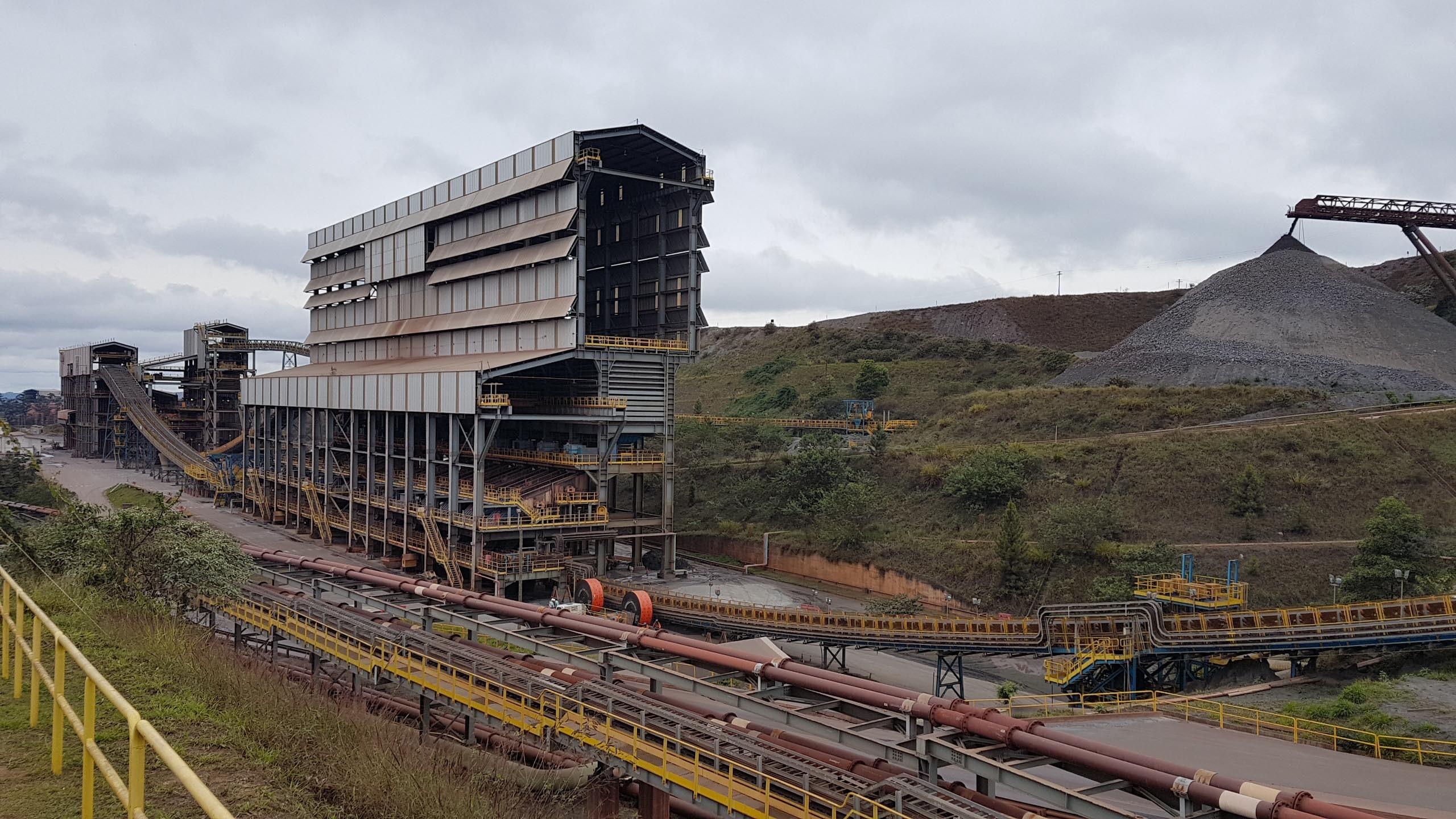 Vale suspende despejo de rejeito e eleva nível de segurança em barragem de Itabira, em MG - Notícias - Plantão Diário