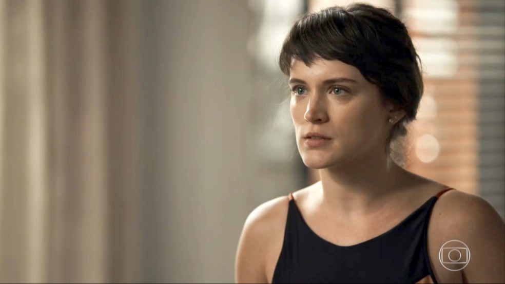 Clara reencontra Patrick e diz que sente muita falta dele (Foto: TV Globo)