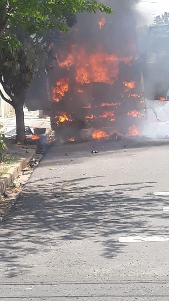 Carreta estacionada pega fogo no Jardim Oriente, em Tupi Paulista