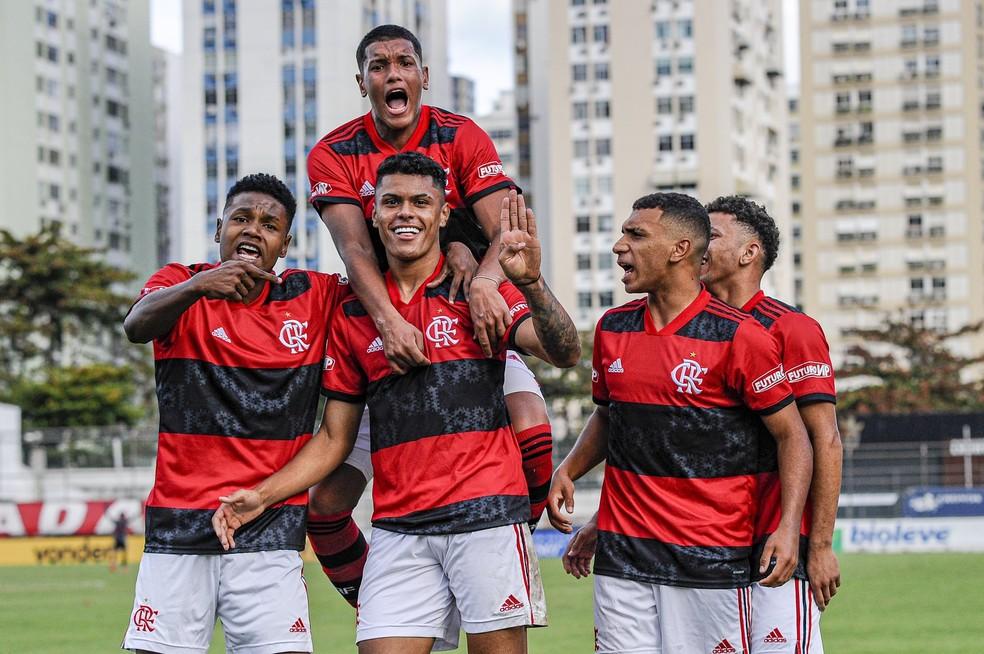 Sub-17: Flamengo vence o São Paulo de virada e avança para final do Brasileirão