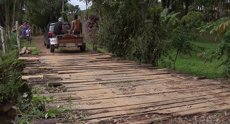 Pontes em mau estado deixam moradores de Morretes sem transporte escolar e coleta de lixo - Noticias