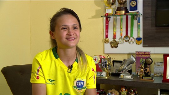 Preconceito, dificuldade e talento: conheça Amandinha, a melhor do mundo no futsal