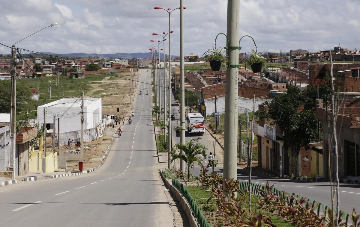 Compesa realiza intervenções no abastecimento de bairros em Caruaru
