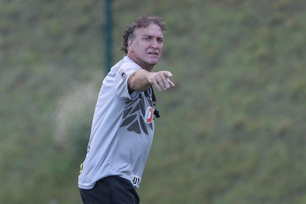 Cuca durante treino na Cidade do Galo — Foto: Pedro Souza/Atlético-MG
