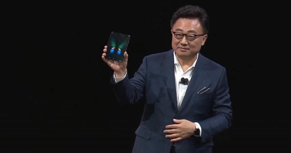 Galaxy Fold é o celular dobrável da Samsung; preço sugerido é de US$ 1.980 (cerca de R$ 7.400 em conversão direta) — Foto: Reprodução/TechTudo