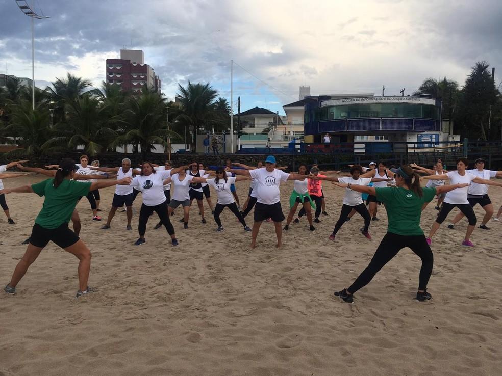 Dia do Desafio tem atividades gratuitas na Praia do Tombo em Guarujá (SP) — Foto: Solange Freitas/G1