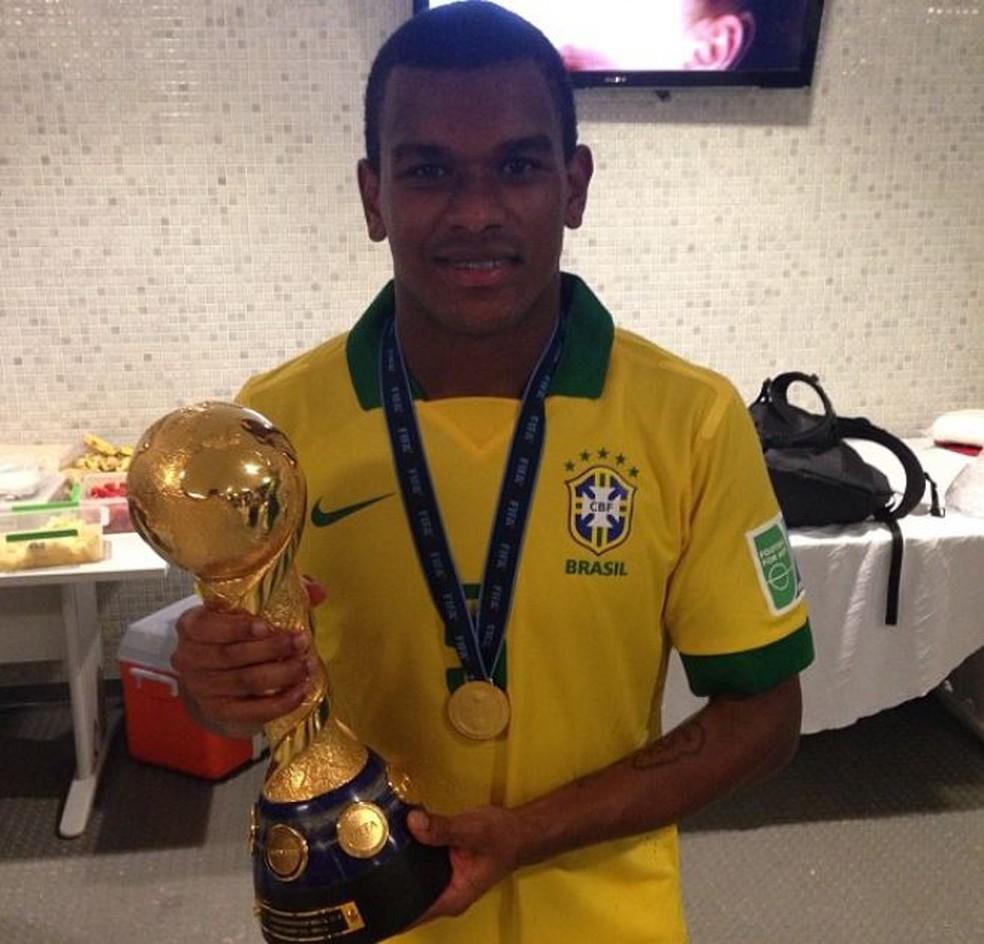 Fernando estava no grupo da Seleção que ganhou a Copa das Confederações de 2013 — Foto: Reprodução