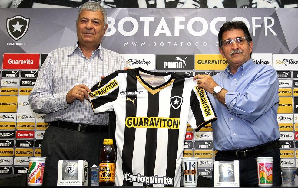 Mantuano e René Simões durante apresentação no Botafogo — Foto: Vitor Silva/Botafogo