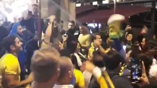 """""""O Messi não tem Copa"""": brasileiros tiram onda nas ruas de São Petersburgo"""