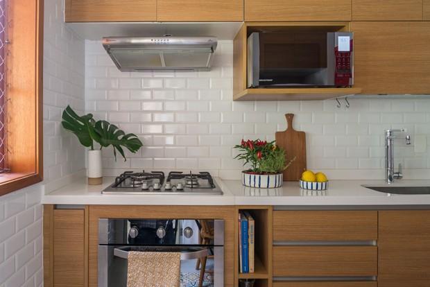 Apê com cara de casa no Rio reflete personalidade leve dos moradores (Foto: Sambacine)