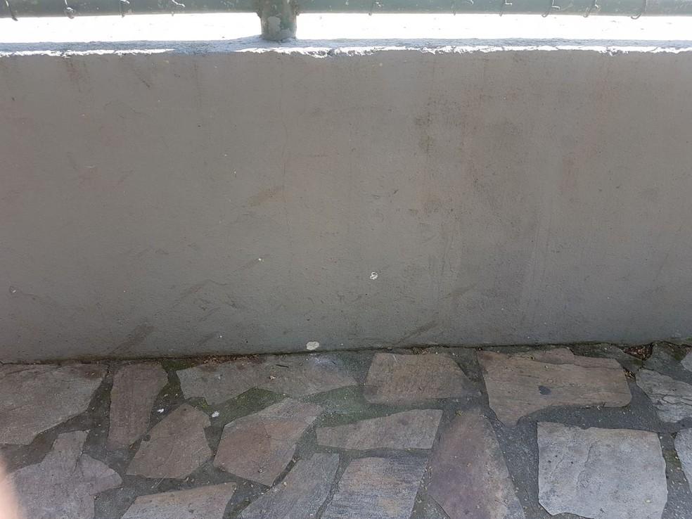 Marcas de sangue que ficaram nas paredes após ataque de traficantes em Angra dos Reis (Foto: Divulgação/Polícia Civil)