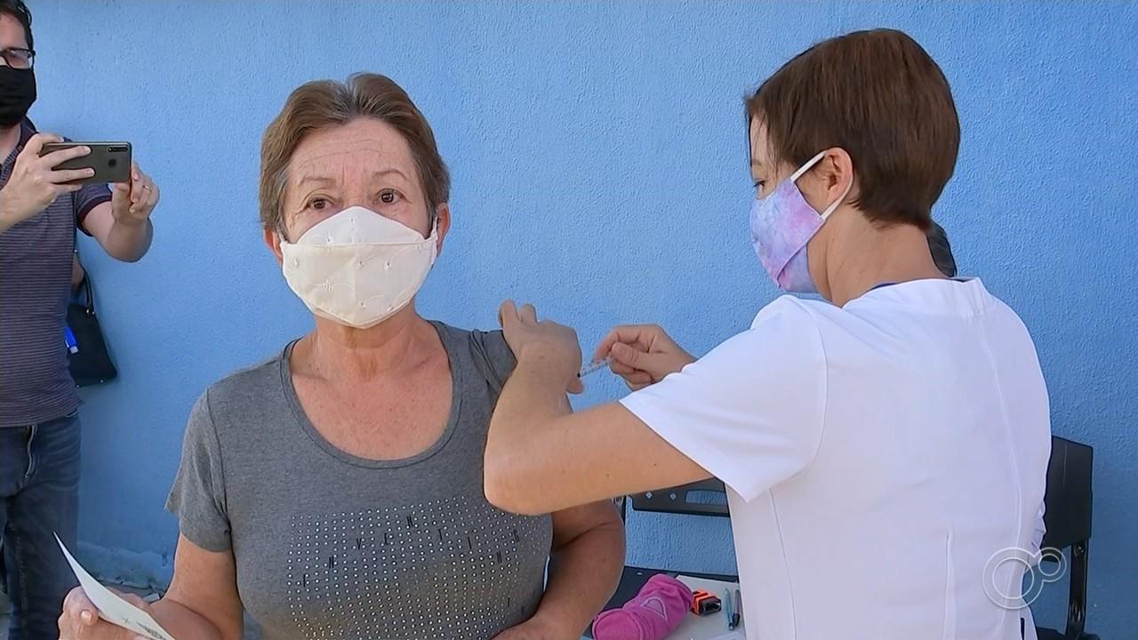 Votorantim vacina moradores contra gripe e Covid-19 paralelamente