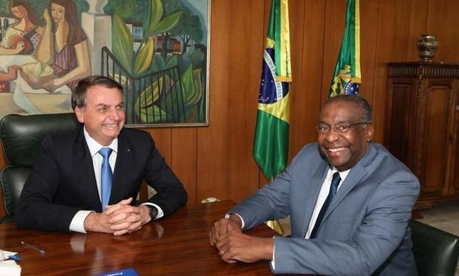Bolsonaro com o novo ministro da Educação, Carlos Alberto Decotelli