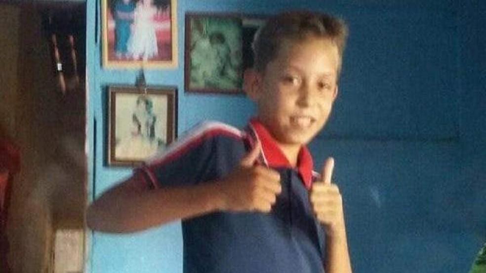 Mizael tinha 13 anos e estava dormindo quando os PMs entraram na casa. — Foto: Arquivo pessoal