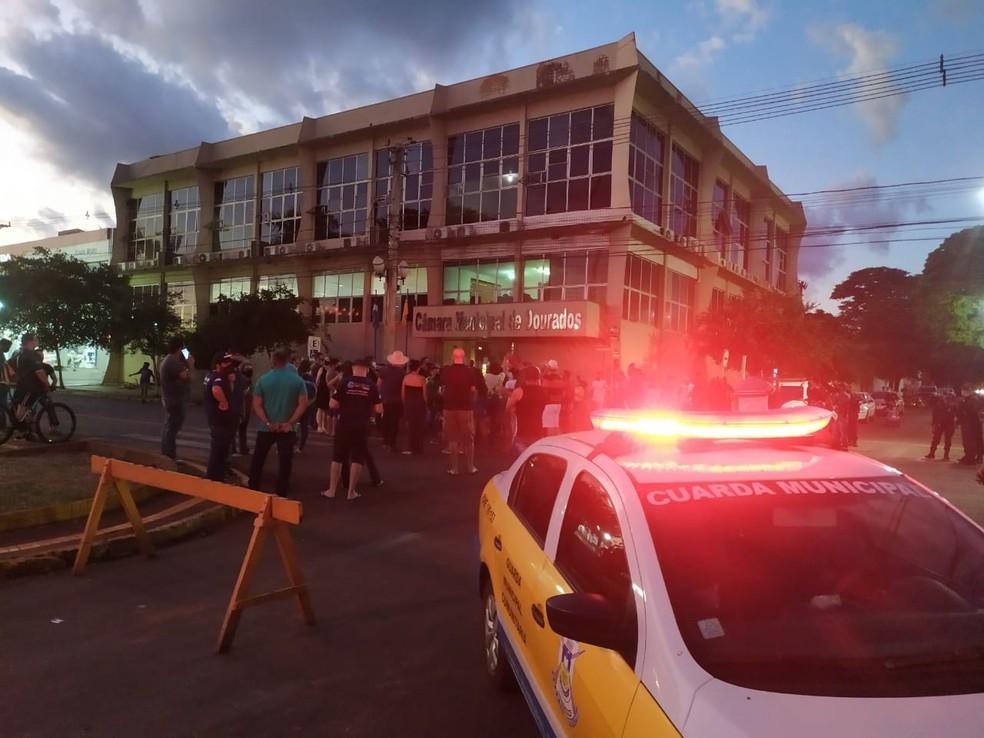 Comerciantes e empresários realizaram manifestação pedindo a reabertura de lojas — Foto: TV Morena/Reprodução