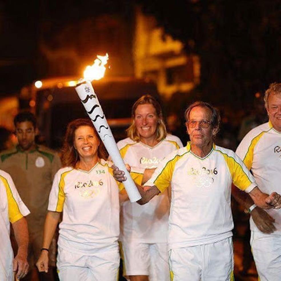 Axel Schmidt carrega a tocha nos Jogos Olímpicos do Rio 2016 (Foto: Divulgação)