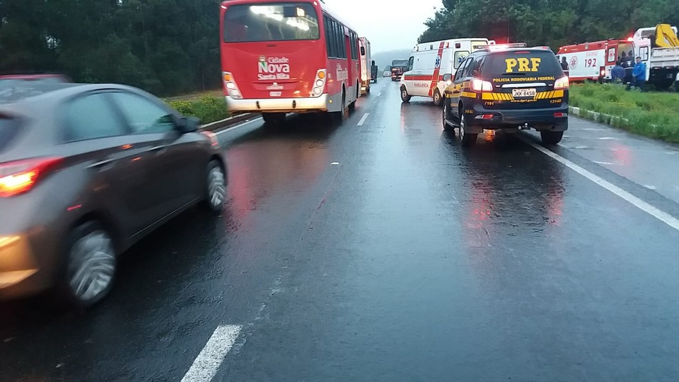 O trânsito está em meia pista, na BR-386, no sentido Interior-Capital. (Foto: Polícia Rodoviária Federal/Divulgação)