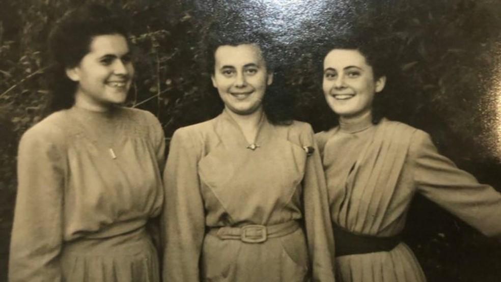 Lily (no centro) com as irmãs Renee e Piri na juventude; nazistas assassinaram restante da família — Foto: Arquivo pessoal/BBC