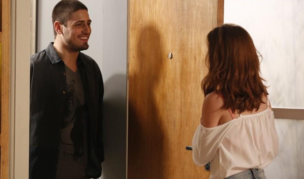 João Lucas (Daniel Rocha) procura Maria Isis (Marina Ruy Barbosa) novamente - 'Império'  — Foto: Globo