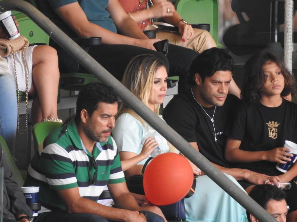 Hulk com João Paulo Sampaio, diretor das categorias de base do Palmeiras, na arena do clube — Foto: Tossiro Neto