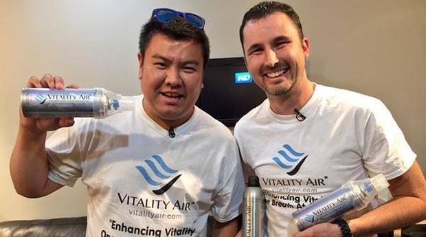 Moses Lam e Troy Paquette são fundadores da Vitality Air (Foto: Reprodução/Facebook/Vitality Air)
