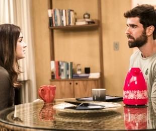 Micaela (Sabrina Petraglia) viajará para os EUA para fazer uma pós-graduação e antes anunciará que Bruno (Marcos Pitombo) será o novo gerente do seu restaurante  | TV Globo