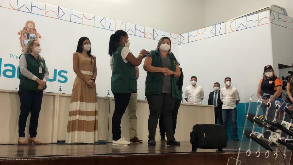 Profissionais da saúde são vacinadas em Manaus — Foto: Matheus Castro/G1