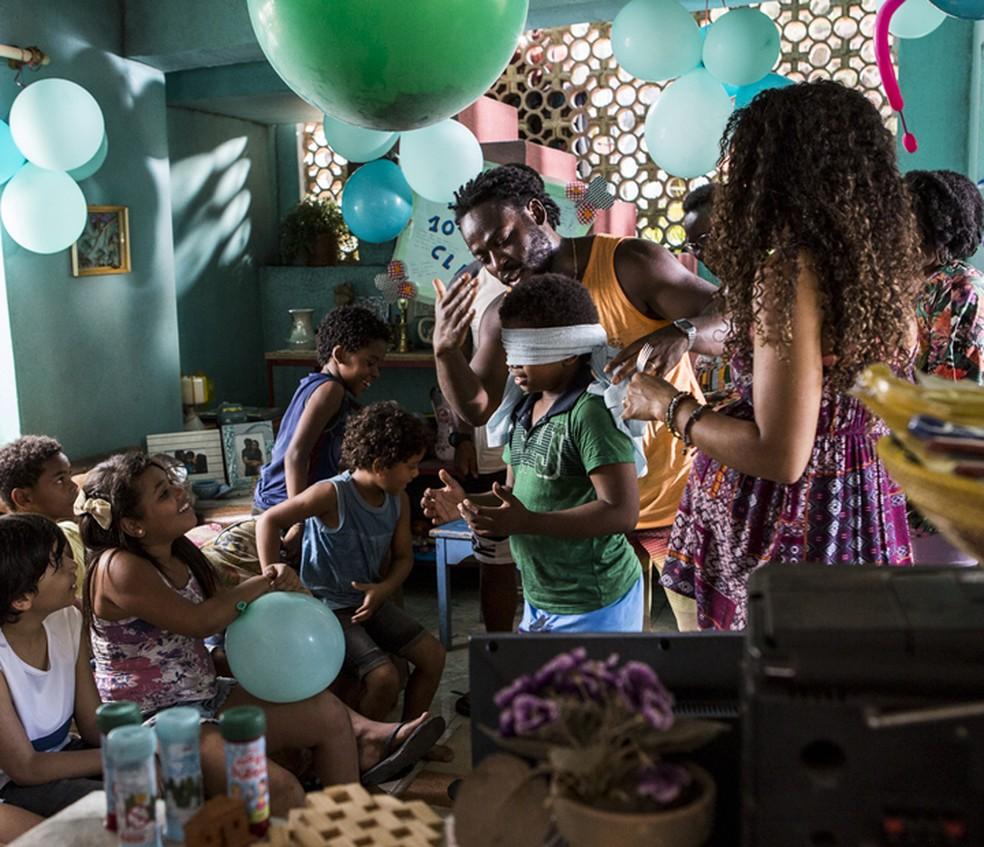 Acerola é um paizão em 'Cidade dos Homens' (Foto: Ellen Soares/ Gshow)