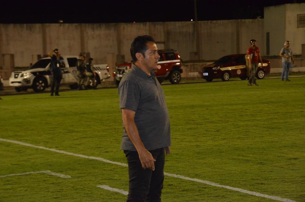 Maurílio Silva deixou o Treze após derrota para a Perilima — Foto: Silas Batista / GloboEsporte.com
