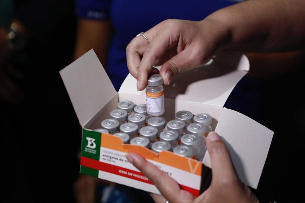 Pernambuco amplia vacinação contra Covid para idosos a partir de 65 anos em todas as cidades, com a chegada de mais 177 mil doses | Pernambuco | G1
