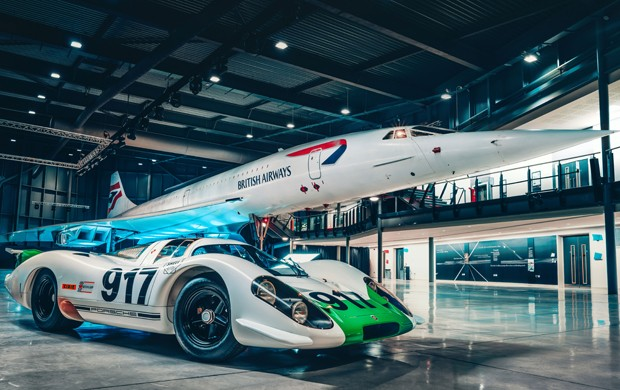 O encontro entre o Porsche 917 e o Concorde foi realizado na Inglaterra (Foto: Divulgação)