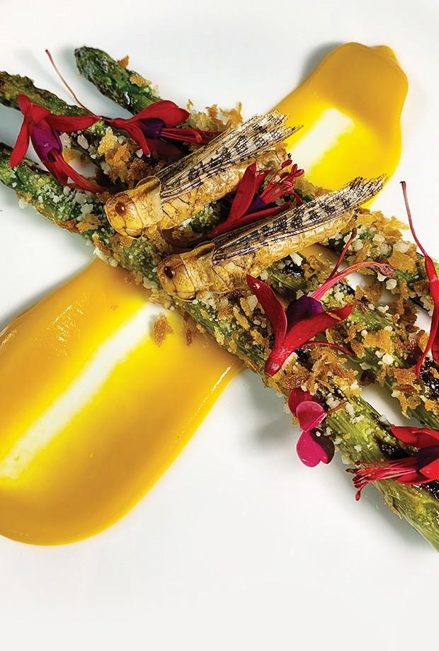 Gastronomia: Aqui, os gafanhotos servidos com aspargos. (Foto: divulgação)