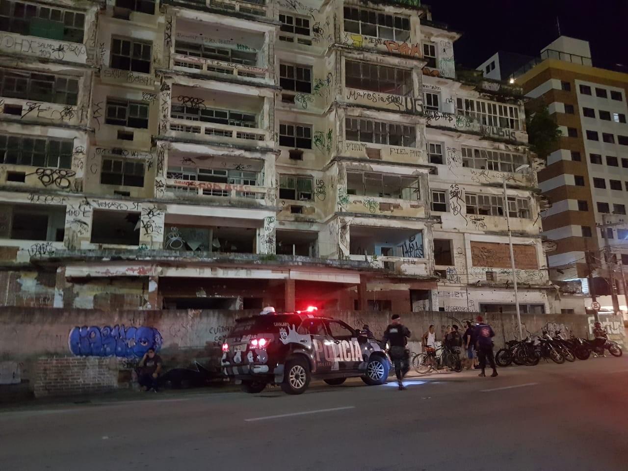 Mulher morre após cair do Edifício São Pedro, na Praia de Iracema, em Fortaleza