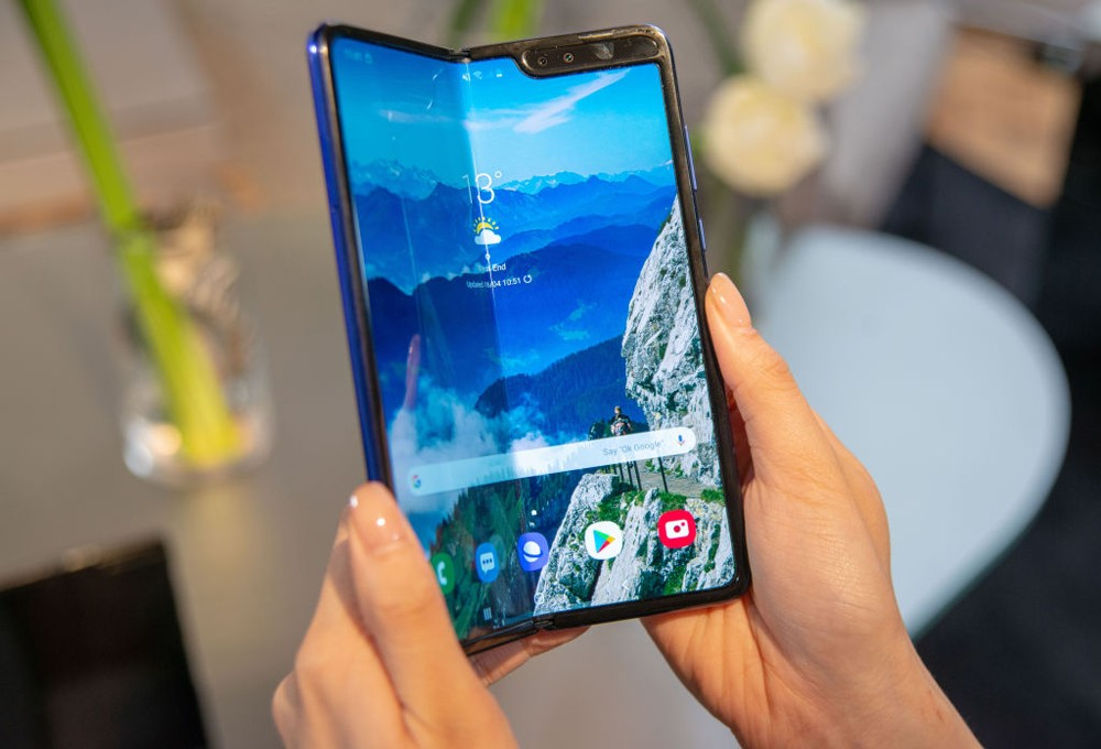 "16 April 2019, Great Britain, London: A production model of the Samsung Galaxy Fold Tablet smartphone can be seen at a presentation. The Android device for around 2000 euros is to be launched on the European market on 3 May 2019. (to dpa ""Samsung shows se (Foto: picture alliance via Getty Image)"