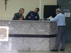 André Puccinelli na recepção da PF, em Campo Grande (Foto: Rodrigo Grando/ TV Morena)