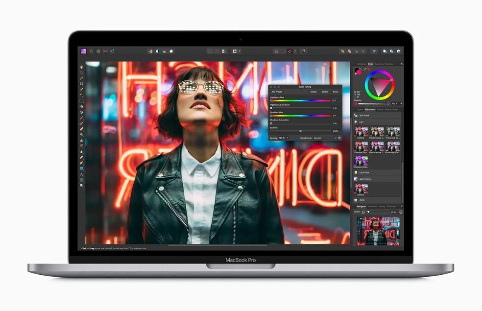 MacBook Pro de 13 polegadas oferece teclado atualizado e processadores mais rápidos — Foto: Divulgação/Apple