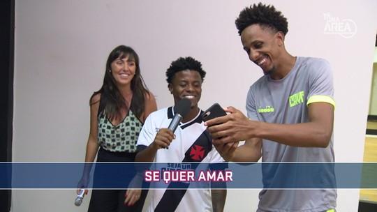 Futeokê: no primeiro episódio da série, veja as perfomances dos jogadores do Vasco com o microfone