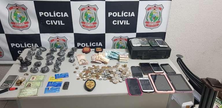 Seis são presos e adolescente é apreendido suspeitos de tráfico de drogas em Tauá, no Ceará