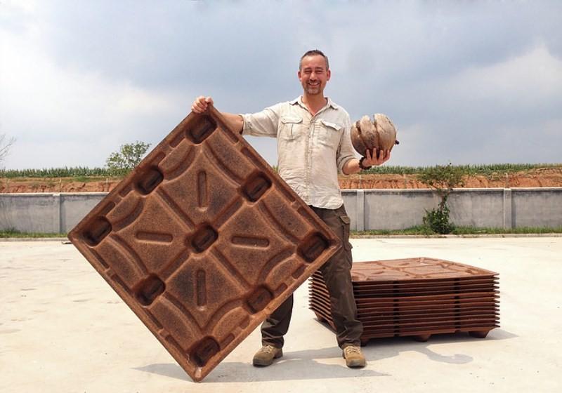 Michiel Vos é o idealizador da CocoPallet, que produz paletes feitos a partir de fibra de coco. (Foto: Divulgação)