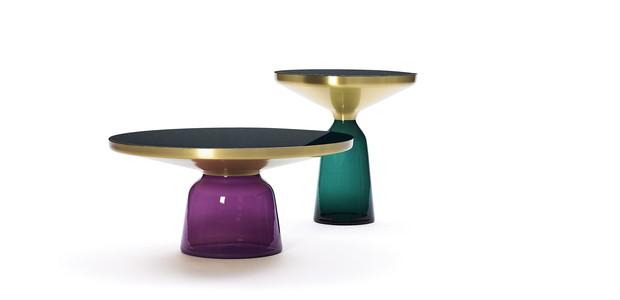 O conjunto de mesas Bell, criado em 2009, mescla materiais como o aço e o latão do prato sobre uma base de vidro soprado. O best-seller de Herkner é produzido pela ClassiCon (Foto: Studio Sebastian Herkner/Divulgação)