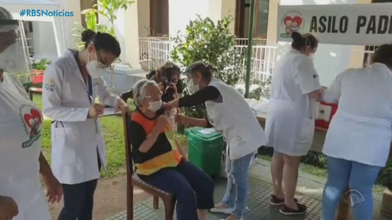 Porto Alegre prevê vacinar as primeiras 51 mil pessoas em cerca de um mês