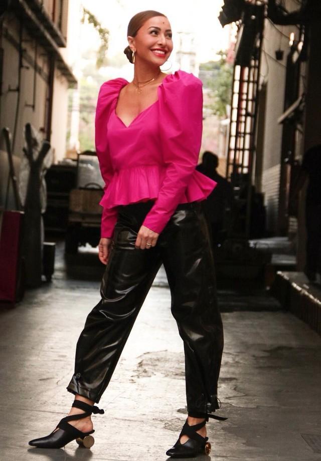 Sabrina Sato de blusa Stella McCartney, calça Giullier e mules JW Anderson (Foto: Instagram Sabrina Sato/ Reprodução)