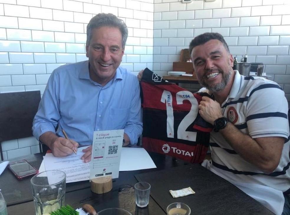Rodrigo Tostes com Landim. VP de finanças voltou ao Flamengo em fevereiro de 2020 — Foto: Reprodução