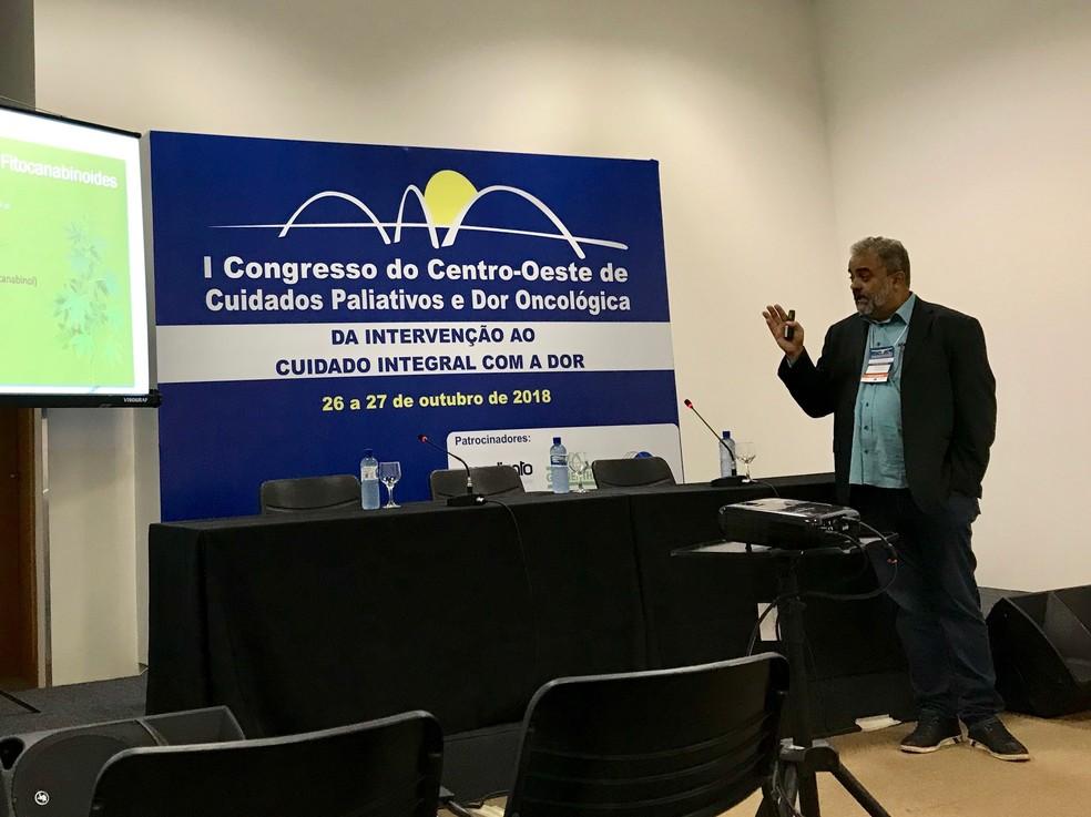 O médico oncologista Leandro Ramires participou do I Congresso do Centro-Oeste de Cuidados Paliativos e Dor Oncológica, em Brasília — Foto: Letícia Carvalho/G1