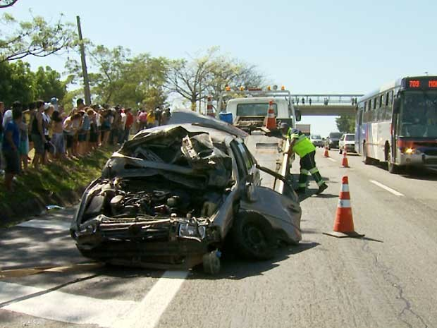 Acidente ocorreu próximo ao quilômetro 7 da rodovia SP-101, em Hortolândia (Foto: Reprodução EPTV)