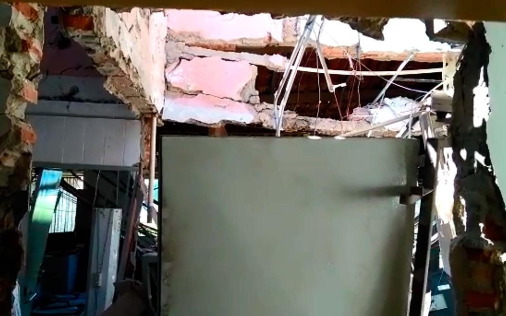 Parte interna do banco de Sobradinho que foi explodida por assaltantes (Foto: Ailton Nery/TV São Francisco)