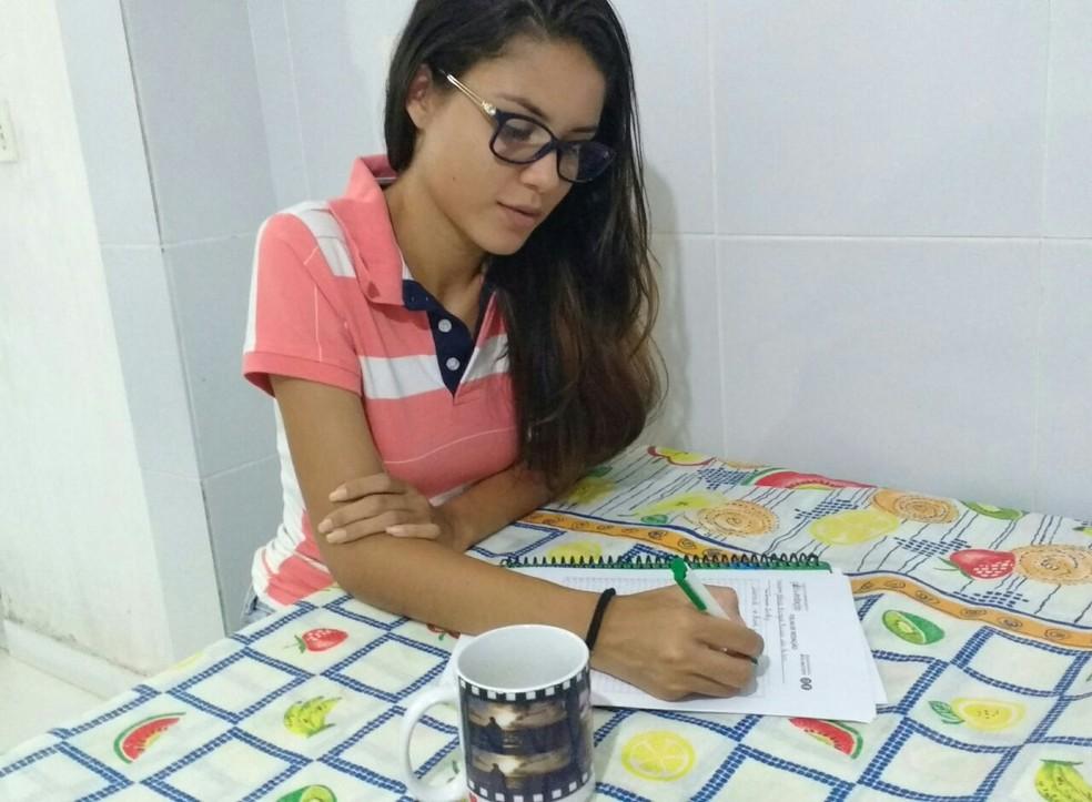 Estudante tira nota 980 em redação do Enem 2017 (Foto: Mônica D'Ângelo/Arquivo Pessoal)